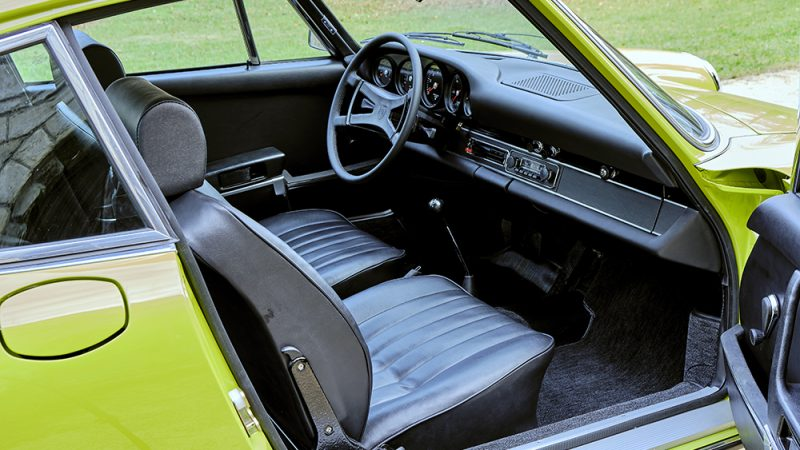 1972 Porsche 911T Coupé Lime Green back seats
