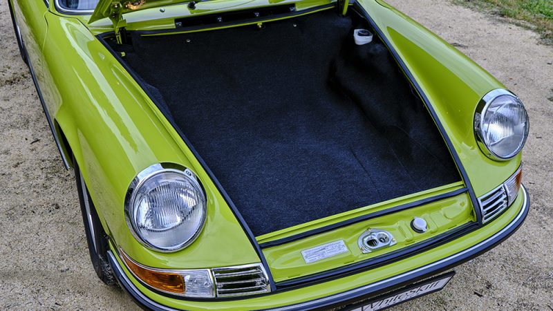 1972 Porsche 911T Coupé Lime Green trunk