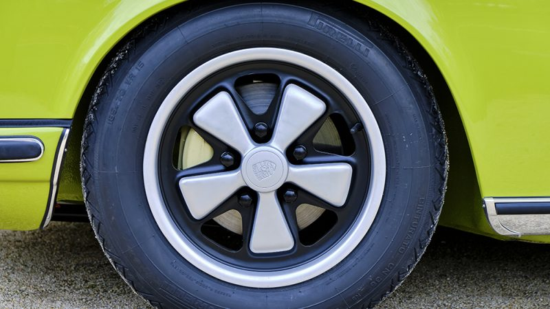 1972 Porsche 911T Coupé Lime Green wheel
