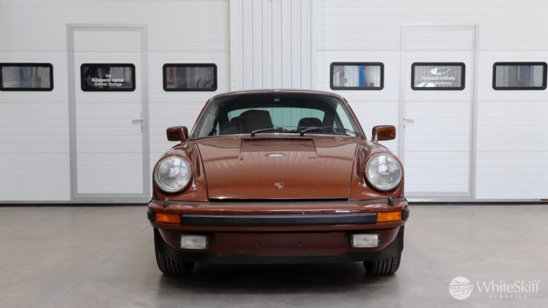 1976 Posrche 911 - Bitter Chocolate 76 (1)