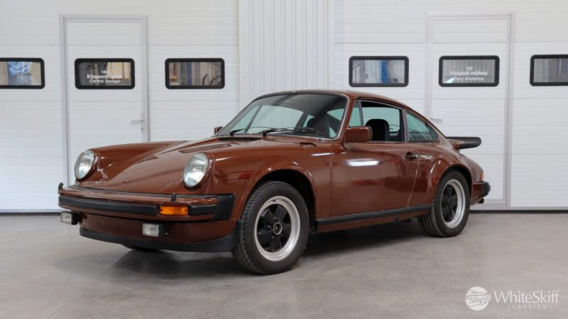 1976 Posrche 911 - Bitter Chocolate 76 (2)