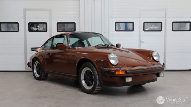 1976 Posrche 911 - Bitter Chocolate 76 (8)