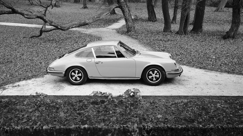 1972 Porsche 911T Coupé Lime Green black and white