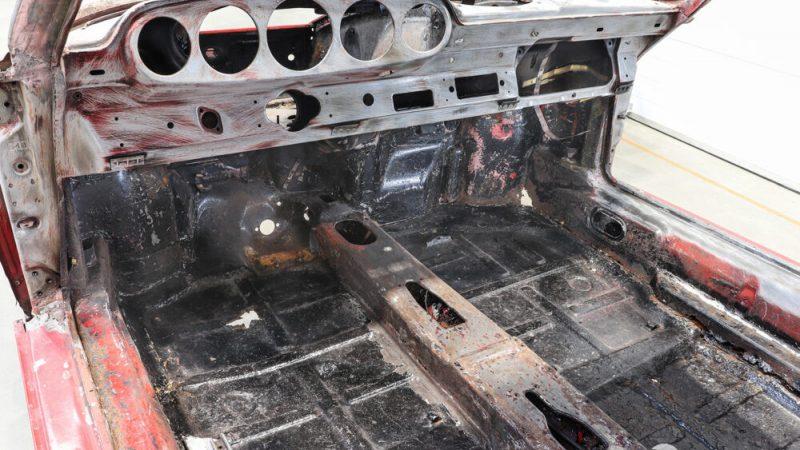 2110006 1965 Porsche 911 Signal Red beltér