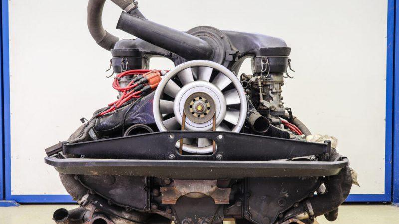 2110009 1971 Porsche 911 Signal Orange motor