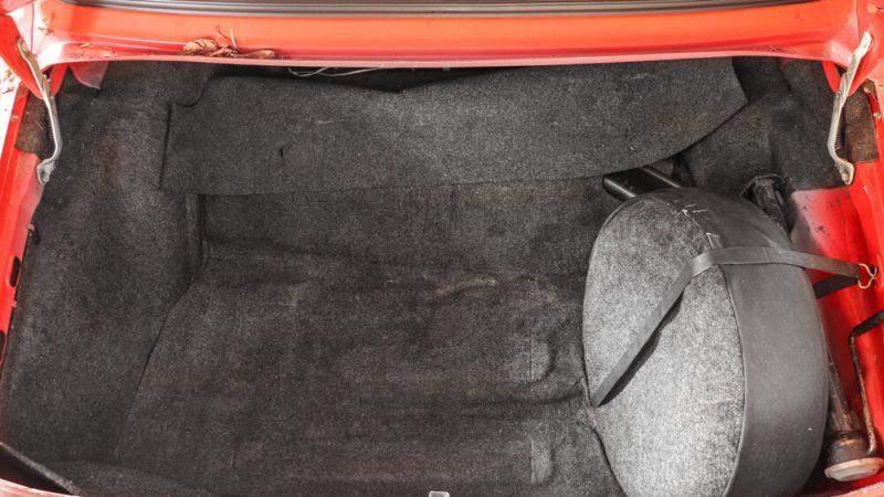 2120003 1991 Wartburg 1.3 Flame Red csomagtér