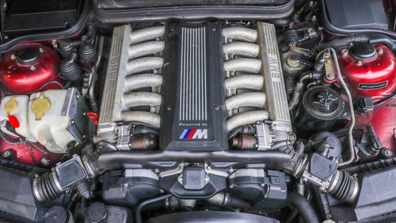 2120006 1993 BMW 850 CSI motortér