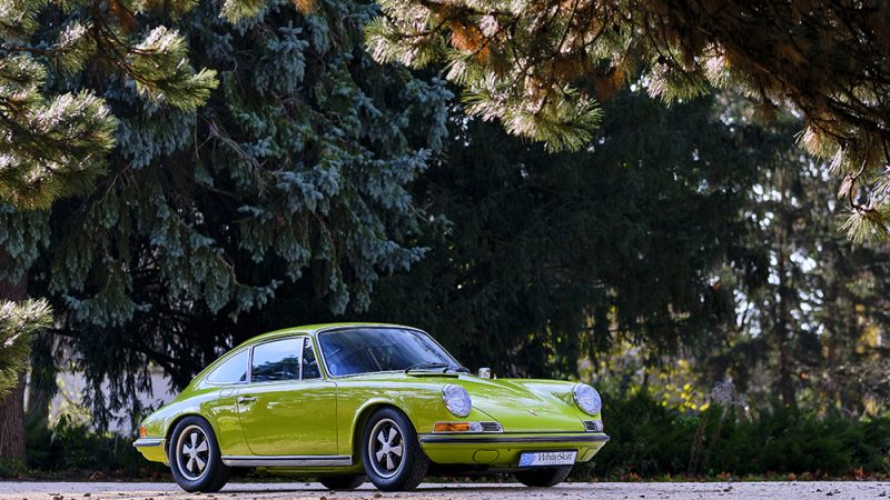 1972 Porsche 911T Coupé Lime Green right front view