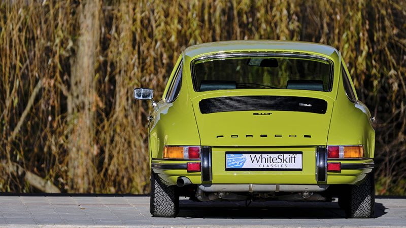 1972 Porsche 911T Coupé Lime Green back view